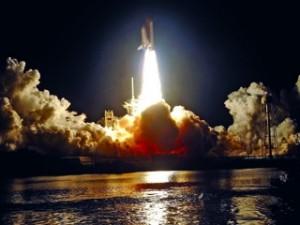 مكوك الفضاء ديسكفري ينطلق من محطة كيب كانافيرال أمس